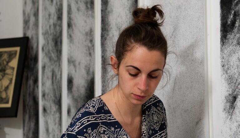 Charlotte Liguori, artiste plasticienne touchée (mais pas coulée) par la précarité
