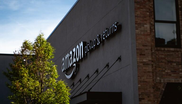 130000 articles neufs détruits par semaine: en caméra cachée dans un entrepôt d'Amazon